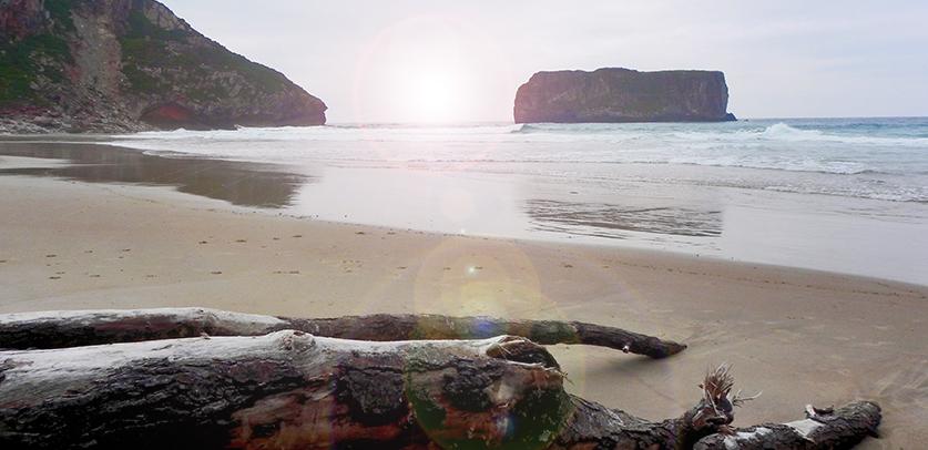Playa de Andrín en Llanes, puesta de sol