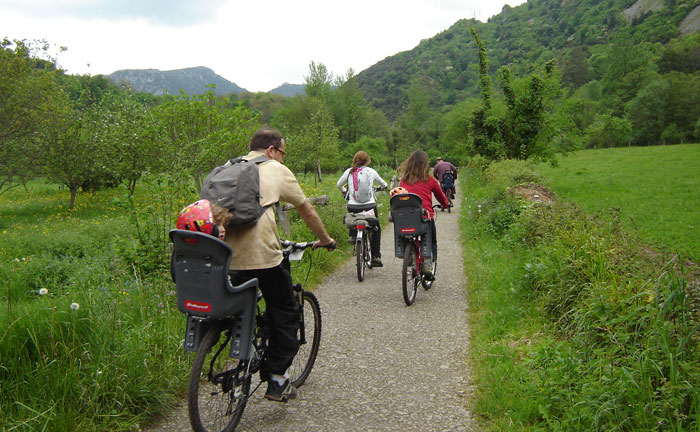 Puente de Diciembre, conozca Tresgrandas disfrutando en bicicleta.